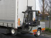 Camion avec chariot embarqué